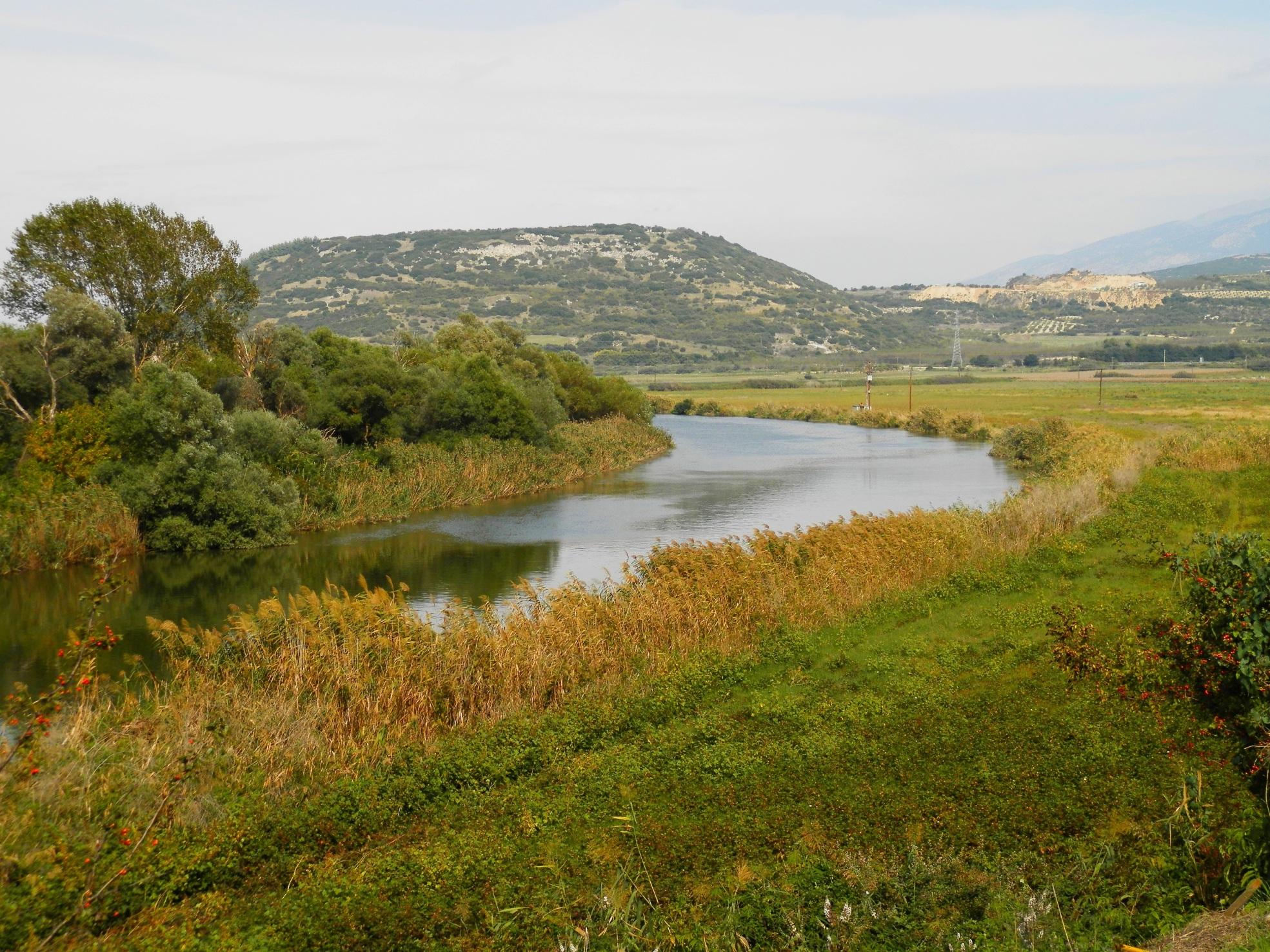 Λόφος 133 και λόφος Καστά, απο την αρχαία γέφυρα του Στρυμώνα